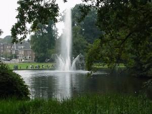Grote fontein in het park Sonsbeek