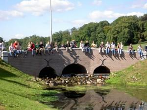 De hernieuwde brug over de St. Jansbeek bij de feestelijke opening