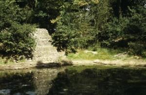 Voormalig zwembad Groenouwe met het restant van de springplank