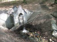 Het grothuisje met waterval