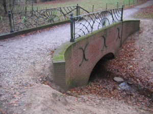 Authentiek bruggetje over de Slijpbeek