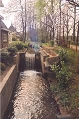 De huidige waterval op de plaats van de voormalige papiermolen Het Kraaijennest
