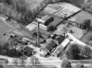 Historische luchtfoto uit 1959 van VHP te Ugchelen, voorheen papiermolen 'Het Voorslop'.