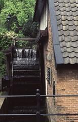 Waterval en waterrad van de voormalige Van Lennepsmolen in Velp