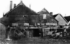 Historische opname van omstreeks 1895 van de voormalige Wisselse Papiermolen
