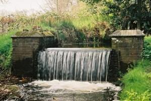 De waterval van de voormalige Grote Papiermolen