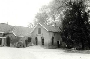 Historische opname van de korenmolen (links) en oliemolen (rechts)