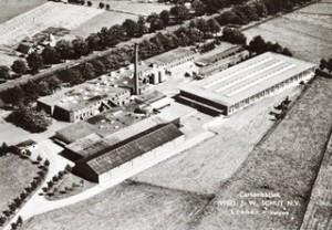 Luchtfoto van de Kartonfabriek Schut, voorheen de Achterste Molen