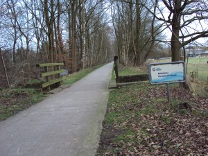 Fietspad en spoorbrug ter hoogte van Middelste Horsthoeker beek  (foto Henri Slijkhuis)