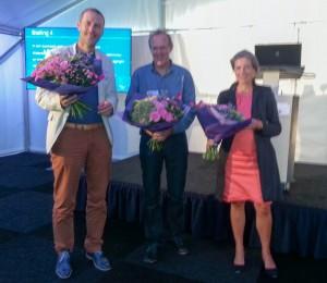 Bloemen voor de sprekers Anton Koot, Piet Verdonschot en Tanja Klip. Gedeputeerde Josan Meijers van provincie Gelderland was op dat moment al weg naar een volgende vergadering.
